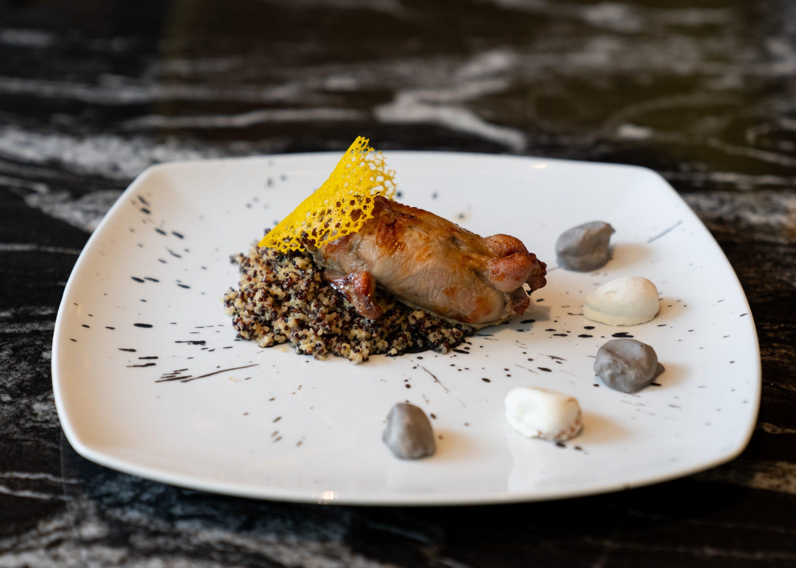 Dolce Vita ресторан.меню перепёлка фаршированная печёным баклажаном и кедровым оерхом киноа камни из кумквата (2)